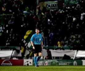 Craig Thomson, whose team had an awful night in Dortmund, retires. EFE