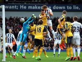 Dawson brace contributes to Wenger misery. EFE/EPA