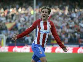 Griezmann assisted Godin an then scored a great free kick. EFE