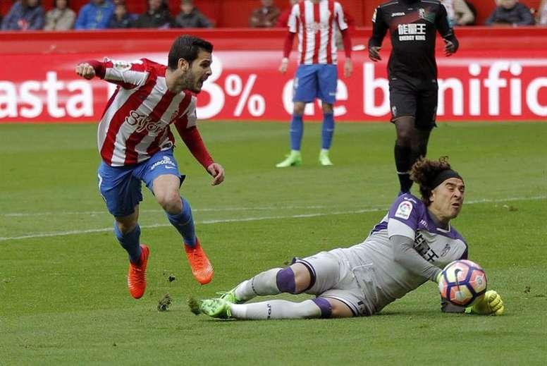 'Memo' Ochoa, en su etapa en el Granada, podría volver ahora a la Liga. EFE