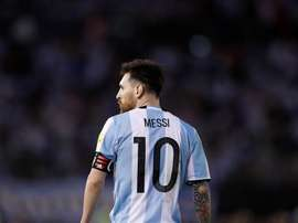 Messi mantuvo una conversación con Romero. EFE