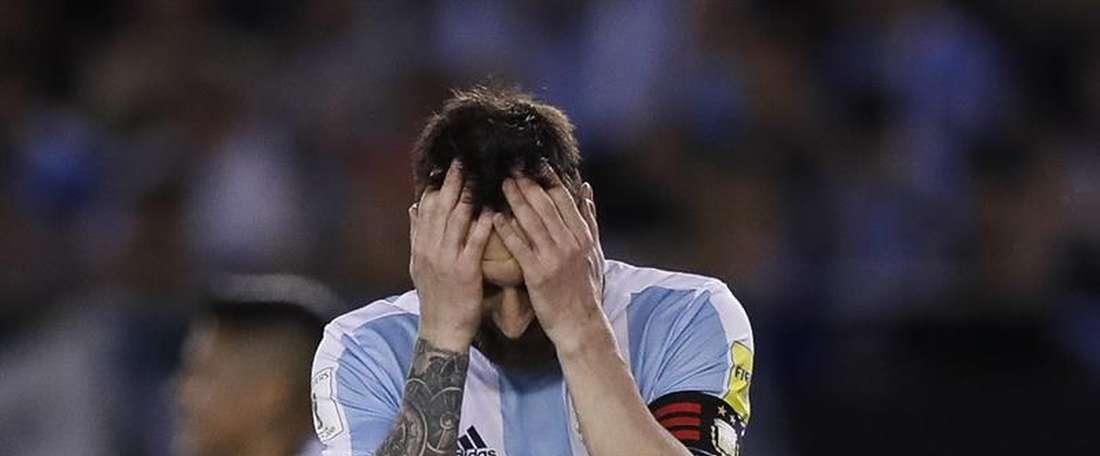 Messi foi suspenso por quatro jogos na seleção por insultos a um árbitro. EFE