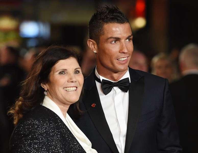 Dolores Aveiro aseguró que hay una mafia en el fútbol que impide que su hijo gane más premios. EFE