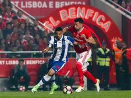 Os onzes iniciais de Benfica - Porto. EFE