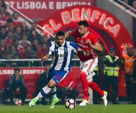 Médio continua a poder jogar pelo Benfica. EFE