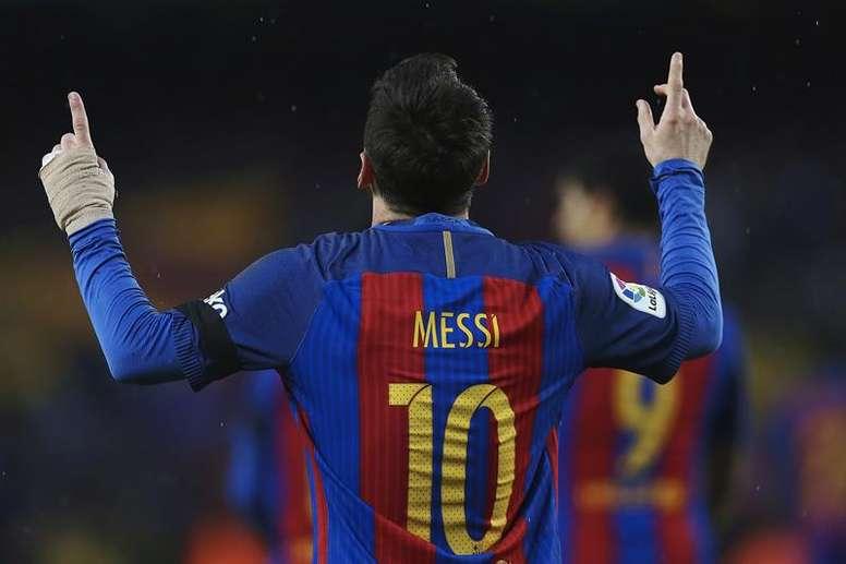 La tierna historia que hay detrás de la mirada al cielo de Messi ...