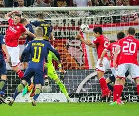 Muto scoring against RB Leipzig. EFE