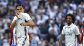 Le défenseur du Real Madrid, Pepe, célèbre son but contre l'Atletico Madrid en Liga. EFE