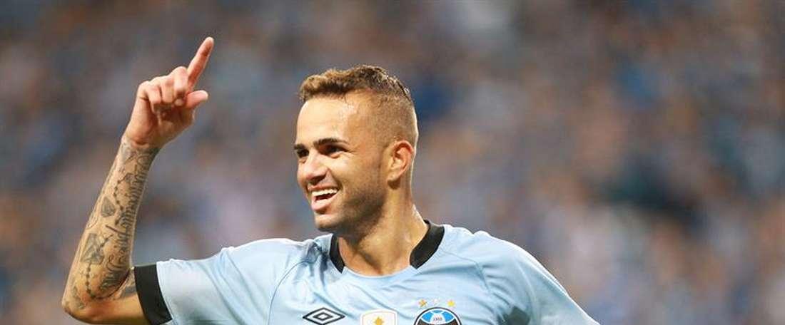 Luan marca o gol da virada do Grêmio contra o Vozão.  EFE