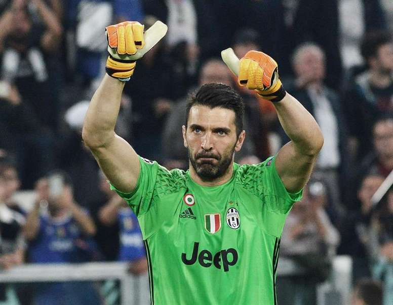 Buffon says that Ronaldo is the best striker he has faced in his career. EFE