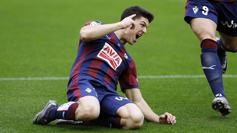 Atlético de Madrid venció al Eibar y continúa la acecho del Barcelona