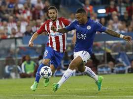 Danny Simpson (R) is close to moving to Ligue 1. EFE