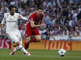 O Bayern pensa em dois jogadores para o lugar de Xabi Alonso. EFE