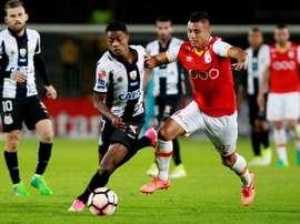 Santos recuperó el liderato con los tres puntos logrados ante Santa Fe. EFE
