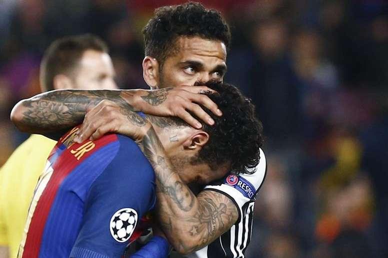 Dani Alves évoque le rôle de Neymar en sélection. EFE