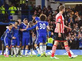 'Blues' buscam vitória para se distanciarem do Tottenham. EFE