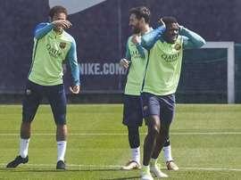 A Umtiti le entra la risa con aparecer en el fichaje de Neymar. EFE