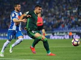 El futbolista bético, en la puerta de salida. EFE