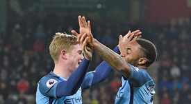 City melhorará os contratos de Sterling e De Bruyne. EFE