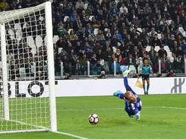 Higuaín empató en el minuto 90 el derbi de Turín. EFE/EPA
