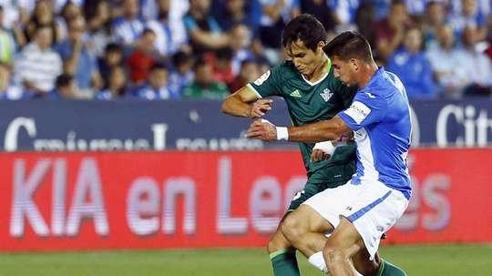 El centrocampista tiene pie y medio fuera del Leganés. EFE