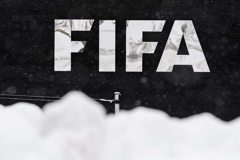 La FIFA aprobó una reforma para proteger a jugadores y entrenadoras. EFE