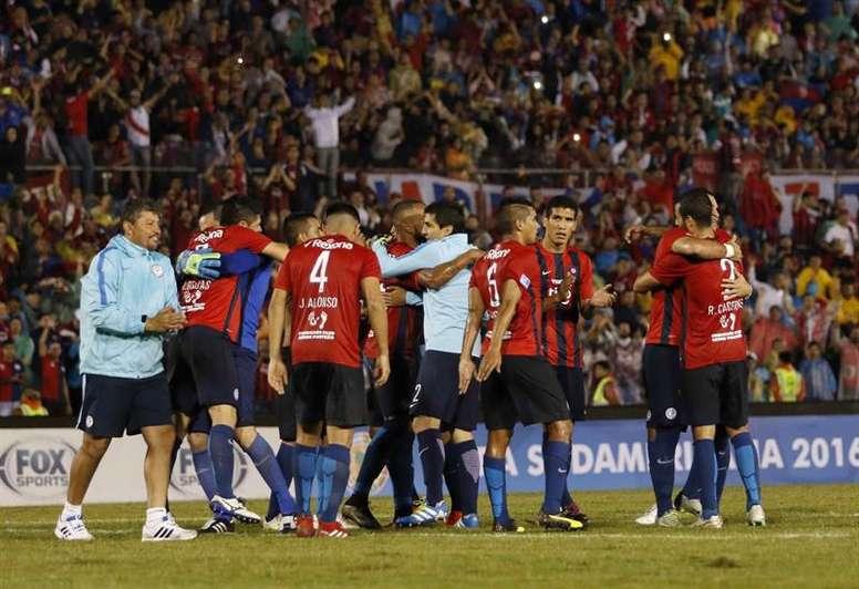 El Cerro Porteño de Leonel Álvarez gana y se aferra al liderato. EFE