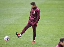 Simeone espía a un centrocampista de un club italiano. EFE