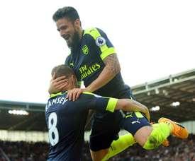O atacante francês do Arsenal, Olivier Giroud, festeja a vitória. EFE/EPA