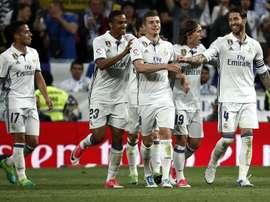 Les joueurs du Real Madrid célèbrent leur victoire contre Séville en Liga. EFE