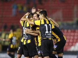 Guaraní logró vencer a Cerro Porteño y ya es líder. EFE