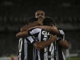 Porto está de olho em Fernando Constanza, lateral do Botafogo. EFE