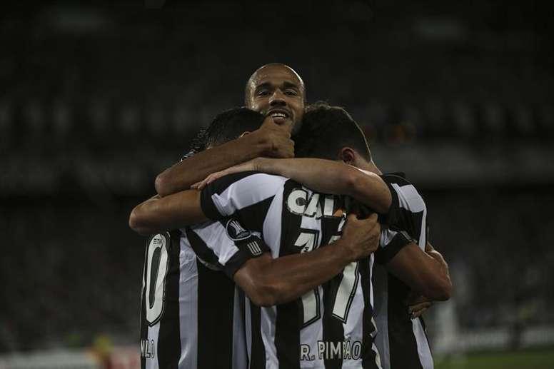 Botafogo ganó por 2-1 a Sport Recife. EFE