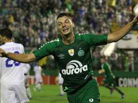 El Arena Condá se volvió loco tras el tanto de Girotto. EFE