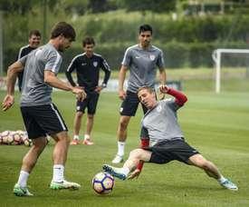 El Athletic le renovará el contrato al joven Óscar Gil. EFE/Archivo