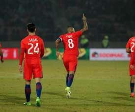 Vidal fue la gran atracción del partido entre Chile y Burkina Faso. EFE