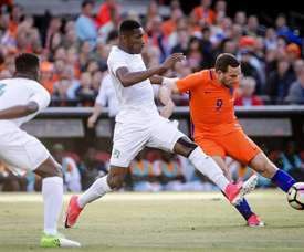 Holanda arrasó a Costa de Marfil a la espera de Advocaat. EFE