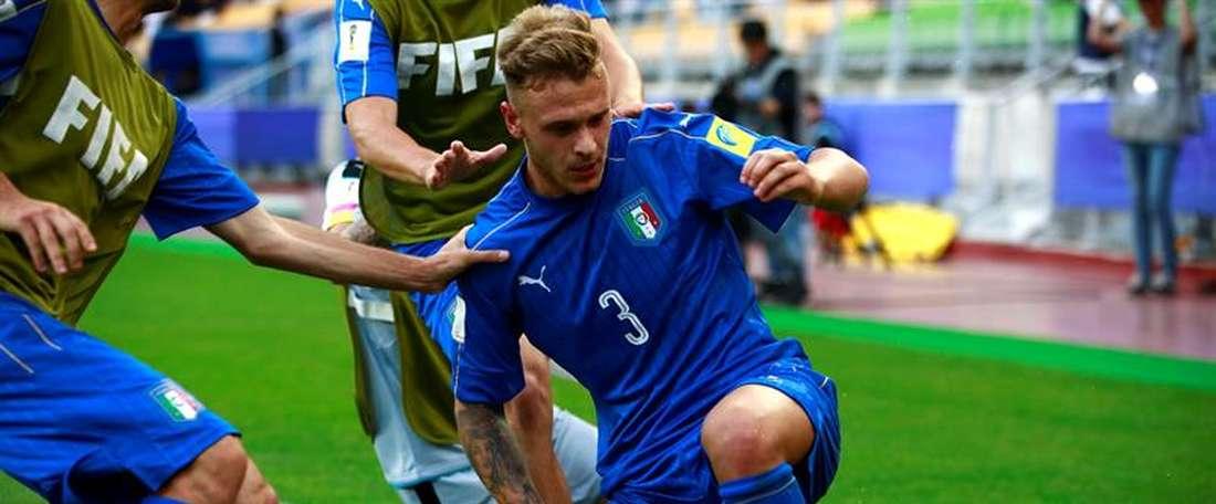 Italia se sobrepuso a los elementos para ganar a Zambia en el Mundial Sub 20. EFE