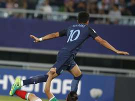 Le joueur de la sélection anglaise U20 Solanke, avant d'inscrire son but contre le Mexique. EFE