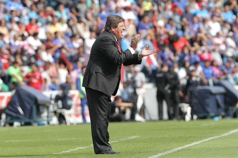 Miguel Herrera elogió al joven Henry. EFE