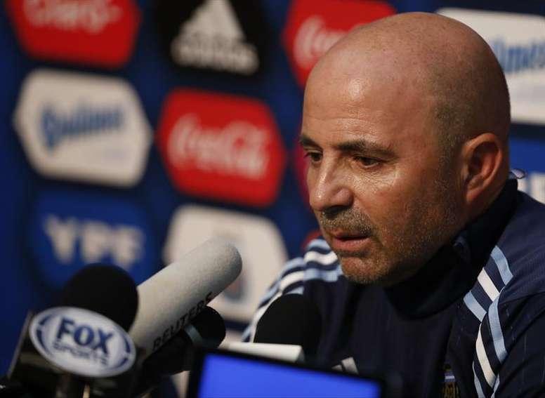Jorge Sampaoli sigue afinando su once titular en los amistosos. EFE