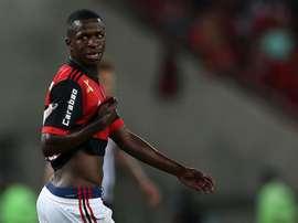 Vinicius provocó un penalti decisivo en el último minuto. EFE