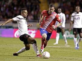 Bryan Oviedo es pieza importante del combinado costaricense. EFE