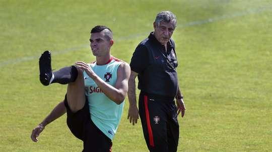 O defesa de 34 anos tem sido associado ao PSG e à liga turca. EFE