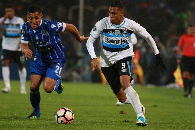 Gremio venció por 1-0 a Godoy Cruz. EFE