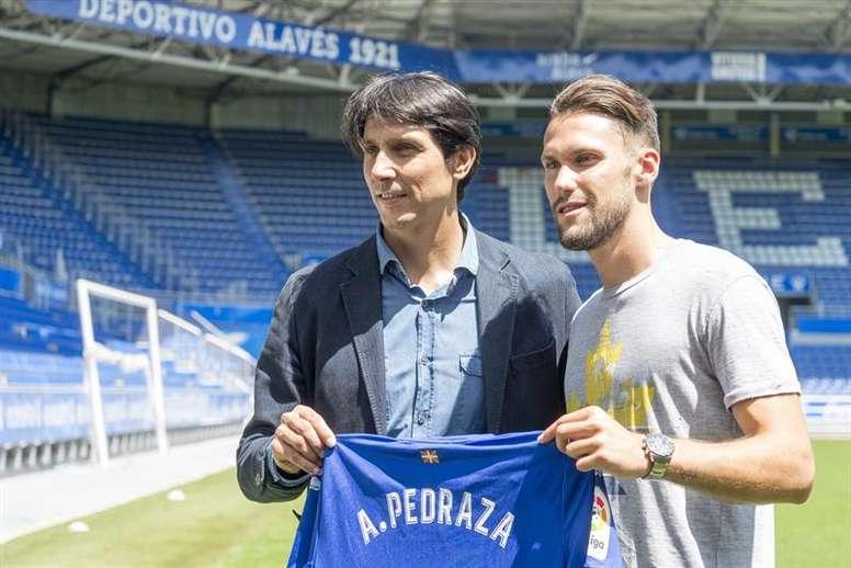 Sergio Fernández se acercó al colegiado para increparle. EFE