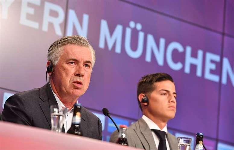 Ancelotti aseguró que James sigue en el radar del Nápoles. EFE