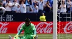 Diego Alves, ex del Valencia, sufre un esguince de rodilla. EFE/Archivo
