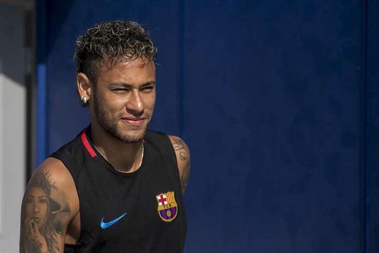 Mercado de fichajes: Neymar prepara su acercamiento al Camp Nou. EFE