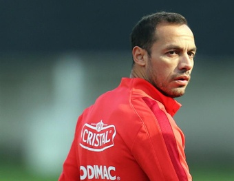 Marcelo Díaz volvió a jugar tras ocho meses de parón. EFE